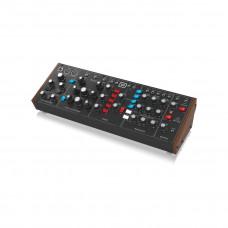 Behringer MODEL D - аналоговый монофонический синтезатор